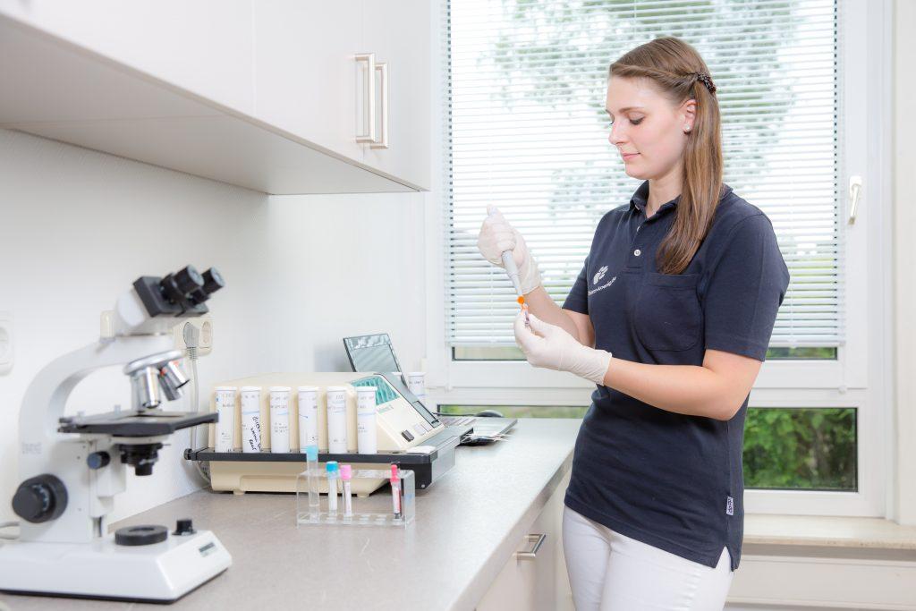 [:de]Laboruntersuchung in der Tierarztpraxis Dr. König in Wiesbaden[:]